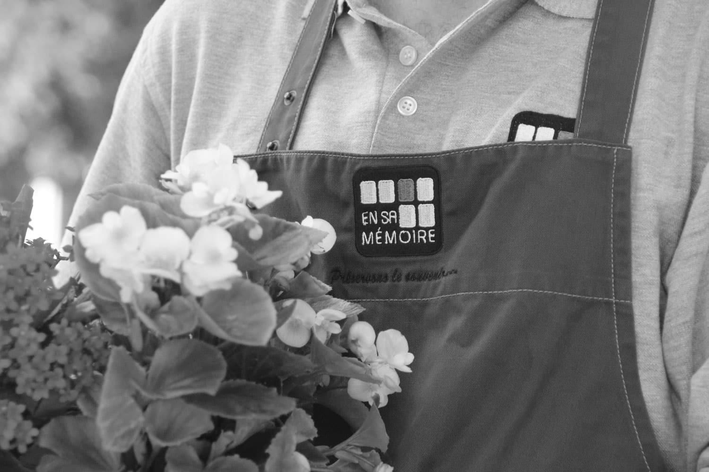 Jardiniers du souvenir en sa mémoire